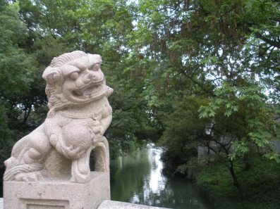 These Chinese dragon statues on bridges are designed to protect them